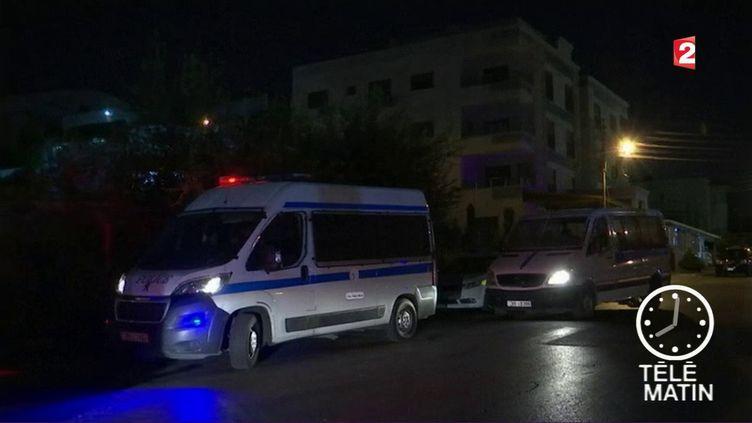 Des véhicules de secours près de l'ambassade d'Israël en Jordanie, cible d'une attaque meurtrière (France 2)