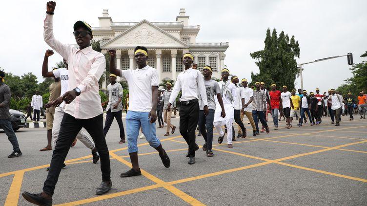 Des centaines de chiites manifestent à Abuja le 10 juillet 2019 pour demander la libération de leur dirigeant emprisonné, Ibrahim Zakzaky, un jour après les affrontements avec la police qui avaient fait deux morts. (KOLA SULAIMON / AFP)