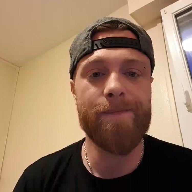 """Maxime Nicolle, plus connu sous le pseudonyme de """"Fly Rider"""", dimanche 2 décembre 2018 lors d'un direct vidéo diffusé sur son groupe Facebook. (Fly Rider infos blocage / FACEBOOK)"""