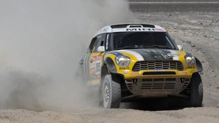 Victorieux en moto en 2004, Nani Roma (Mini) a pris la 2e place du Dakar 2012 sur quatre roues (PHILIPPE DESMAZES / AFP)