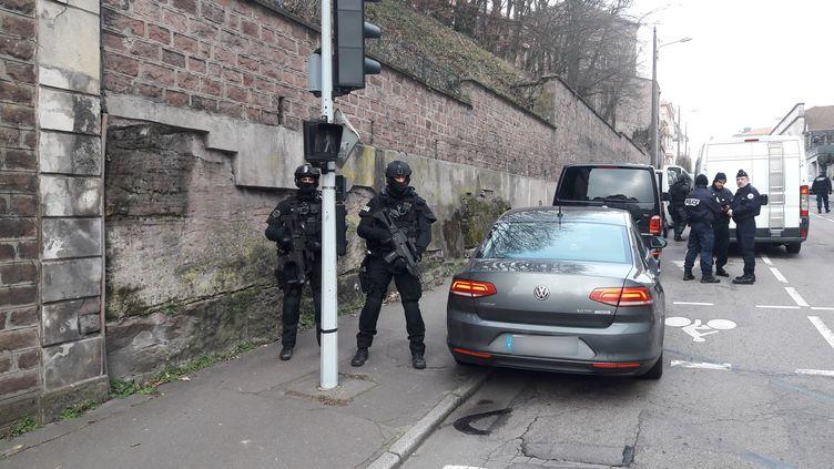 L'unité d'élite de la police nationale est intervenue en plein centre-ville d'Épinal (Vosges), le 23 janvier 2020. (HERVÉ TOUTAIN / FRANCE-BLEU SUD LORRAINE)