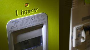 Un compteur Linky installé àSaint-Symphorien, le 24 novembre 2017. (DAMIEN MEYER / AFP)
