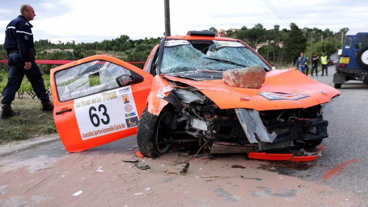 La voiture qui a foncé dans la foule pendant un rallye à Draguignan (Var)a tué deux personnes, le 19 mai 2012. (JEAN-CHRISTOPHE MAGNENET / AFP)