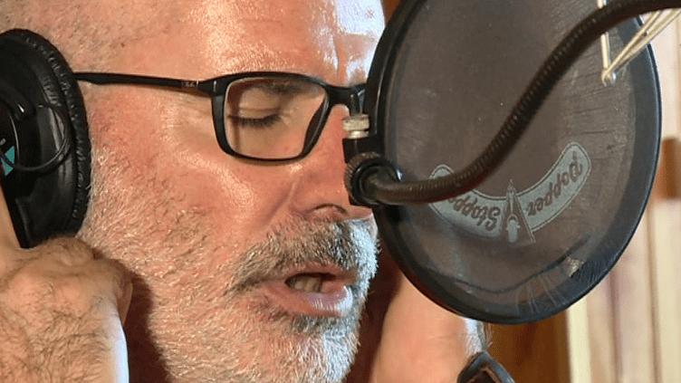 Matteu Maestrini du groupe Canta U Populu Corsu au studio d'enregistrement Ricordu  (France 3 / Culturebox)