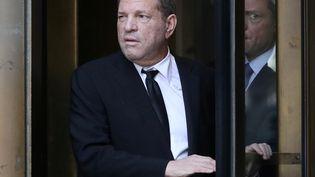L'ancien producteur de cinéma Harvey Weinstein quitte la cour suprême de New York, après une audience d'inculpation, le 26 août 2019. (SHANNON STAPLETON / REUTERS)