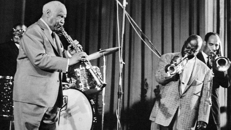 Sidney Bechet et Teddy Buckner au festival de Jazz de Cannes en 1958  (UPI / AFP)