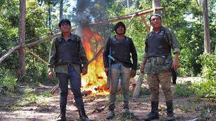 """Un groupe de """"Gardiens de la forêt"""", dans le territoire d'Arariboia (Etat de Maranhao, Brésil) en avril 2019 (HO / SURVIVAL INTERNATIONAL)"""