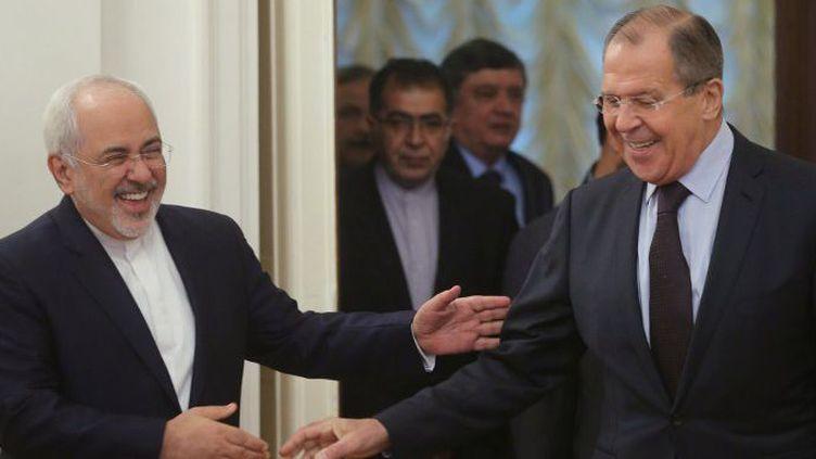 Les ministres des Affaires étrangères iranien et russe,Mohammad Javad Zarif et Sergei Lavrov, en octobre 2016 à Moscou. (VITALIY BELOUSOV / SPUTNIK)