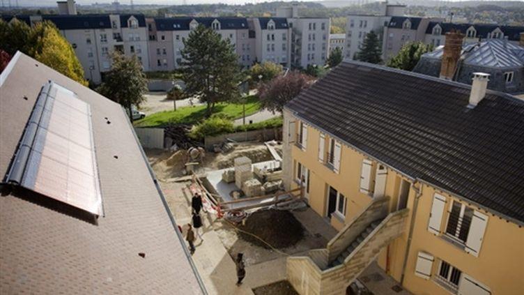 Logements relais sociaux construits notamment par la Fondation Abbé Pierre, à Palaiseau, le 5/11/2009 (© AFP/Martin Bureau)