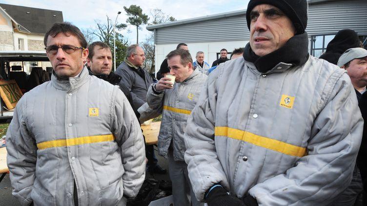 Des salariés d'Auto Chassis International, du groupe Renault, ont débrayé, au Mans (Sarthe), le 17 janvier 2013. (JEAN-FRANCOIS MONIER / AFP)