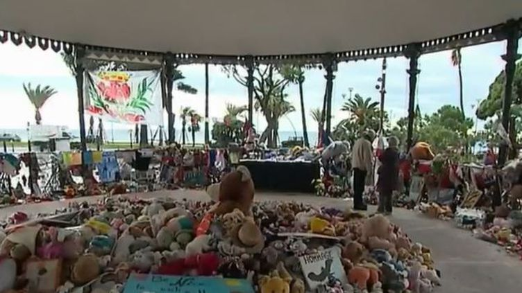 L'attentat commis en Allemagne sur un marché de Noël de Berlin, lundi 19 décembre, résonne d'une manière particulière à Nice (Alpes-Maritimes). (France 2)