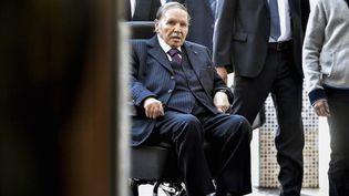 Abdelaziz Bouteflika à Alger, le 23 novembre 2017, lors des élections locales. (RYAD KRAMDI / AFP)