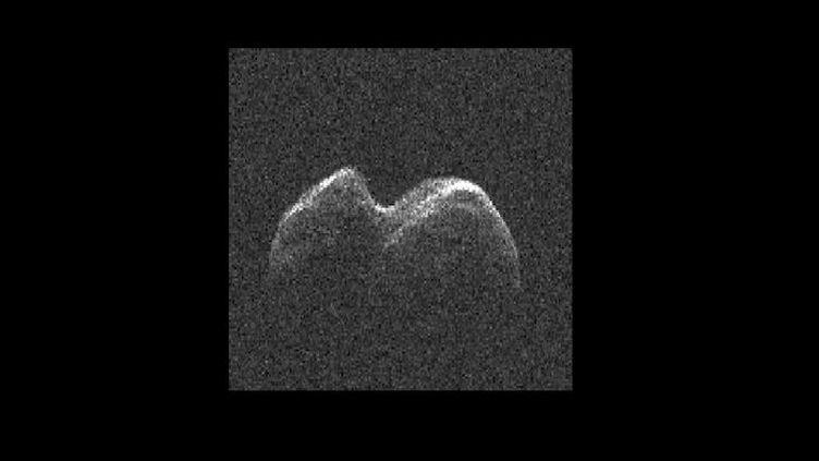 "Capture écran de la vidéo de la Nasa ""NASA Radar Images of Asteroid 2014 JO25"", mercredi 19 avril 2017. (NASA JET PROPULSION LABORATORY)"