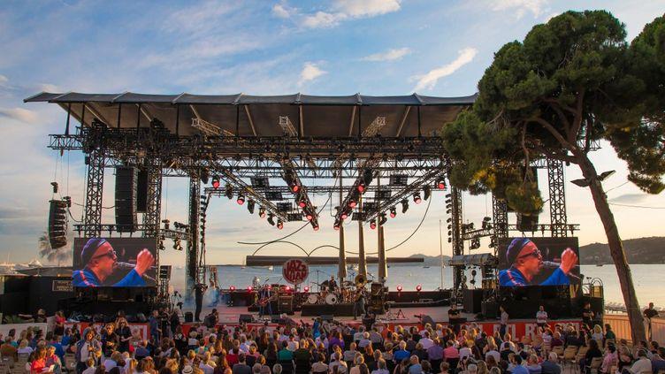 Delgres en concert lors du 59e Jazz à Juan, le plus ancien des festivals de Jazz en Europe, a la pinede Gould de Juan-les-Pins, le 15 juillet 2019. (ERIC DERVAUX / HANS LUCAS)