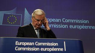 Michel Barnier, négociateur en chef de l'Union européenne sur le Brexit, donne une conférence de presse après avoir annoncé la conclusion d'un accord avec le Royaume-Uni, le 17 octobre 2019. (KENZO TRIBOUILLARD / AFP)