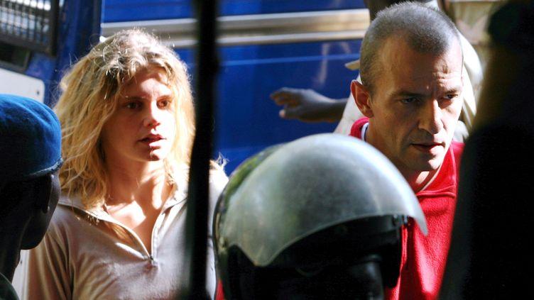 Emilie Lelouch et Eric Breteau arrivent à leur procès, le 26 décembre 2007 à N'Djamena, au Tchad. (MAXPPP)