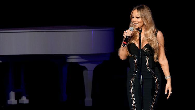 La chanteuse Mariah Carey lors d'un concert caricatif à Los Angeles, le 30 novembre 2017. (TOMMASO BODDI / GETTY IMAGES NORTH AMERICA)