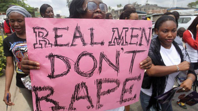 Déjà en 2011, les ONG dénonçaient les viols lors d'une marche à Lagos, la capitale économique du Nigeria. Une menace qui reste toujours d'actualité pour des millions de femmes dans le pays. (AKINTUNDE AKINLEYE / X02000)
