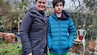 Tanaz et son fils Nima, dans le sud-est de Londres, en Grande-Bretagne. (RICHARD PLACE / RADIO FRANCE)