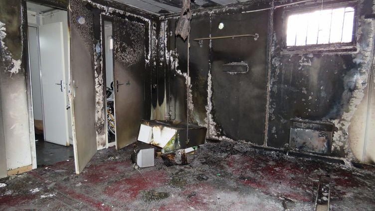 """La mosquée d'Aix-les-Bains (Savoie) incendiée le 8 janvier 2015, au lendemain de l'attentat qui a visé la rédaction de """"Charlie Hebdo"""". (  MAXPPP)"""