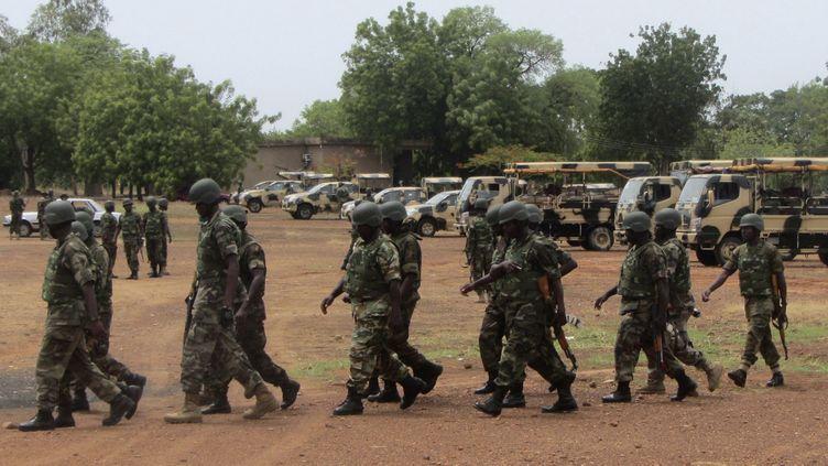(Des soldats nigérians envoyés dans le nord-est du pays pour lutter contre Boko Haram, en mai 2013. © REUTERS / Stringer)