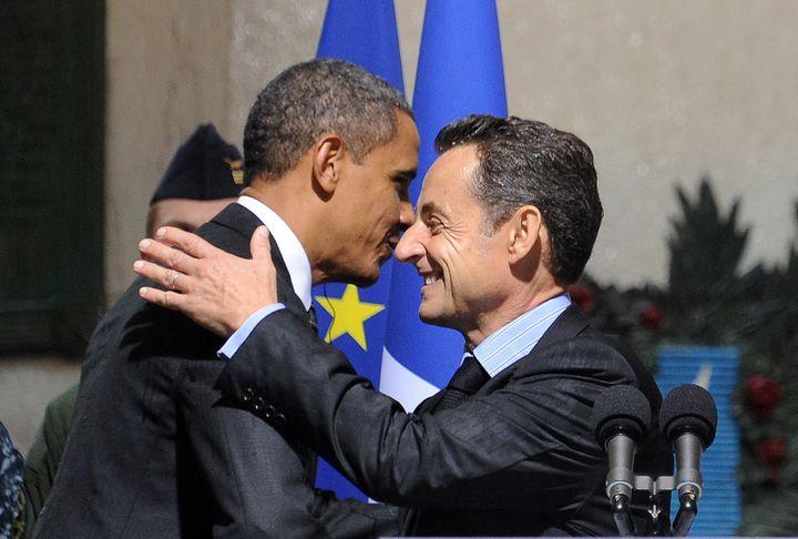 Barack Obama et Nicolas Sarkozy, le 4 novembre 2011 à Cannes (Alpes-Maritimes), à l'occasion du G20. (JEWEL SAMAD / AFP)