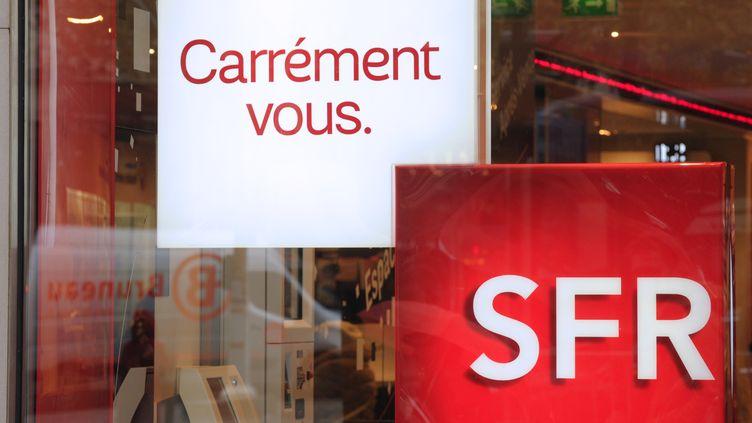 L'opérateur SFR va être vendu au groupe Altice/Numericable. (ERIC PIERMONT / AFP)