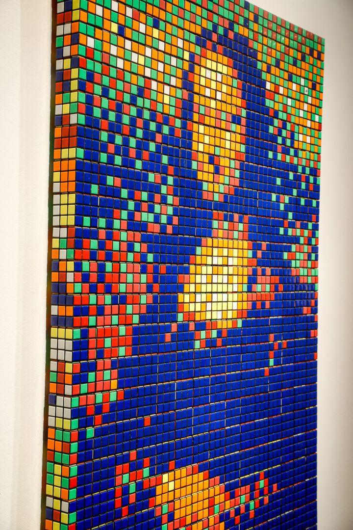 LaRubik Mona Lisaest composée de 330 cubes magiques 3D. (FRANCOIS GUILLOT / AFP)
