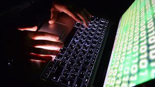 Ces pirates informatiques sont accusés d'avoir mené leurs opérations entre 2015 et 2019 (photo d'illustration). (KIRILL KALLINIKOV / SPUTNIK / AFP)