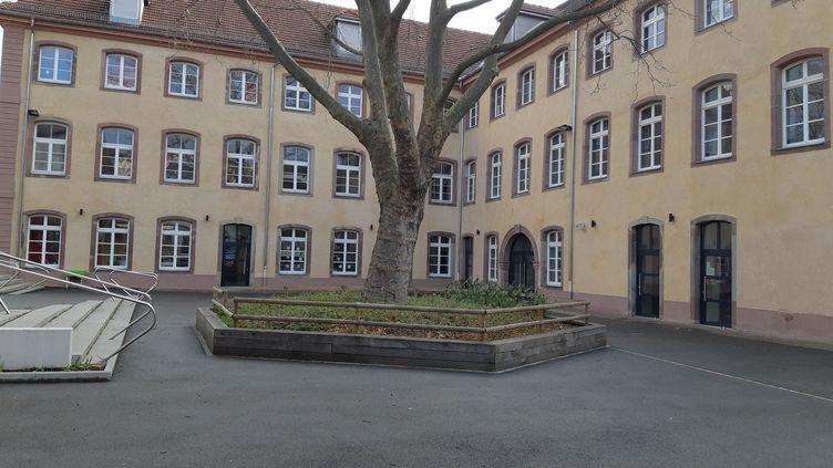 Une cour d'école à Mulhouse (illustration). (JÉRÔME JADOT / RADIOFRANCE)