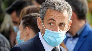 L'ancien président de la République Nicolas Sarkozy le 7 novembre 2020, lors de l'hommage aux victimes de l'attentat de la basilique Notre-Dameà Nice (Alpes-Maritimes). (VALERY HACHE / AFP)
