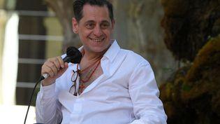 Le directeur du festival de théâtre d'Avignon Olivier Py lors de la première journée de l'édition2021 du festival à Avignon. (NICOLAS TUCAT / AFP)