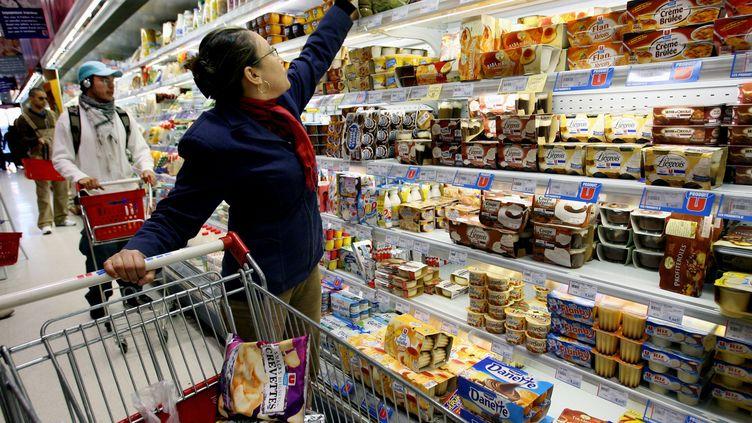 Chaque année, une personne jetterait 30 kilos de nourriture encore consommable. (PHILIPPE MERLE / AFP)