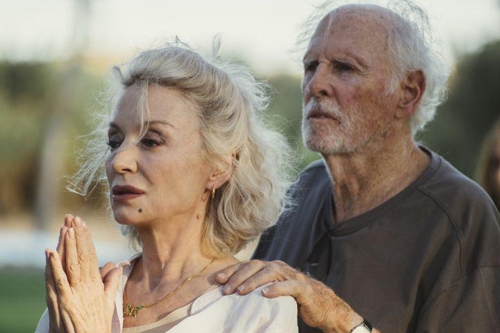 """Caroline Silhol et Bruce Dern dans """"Remember Me"""" (José Haro)"""