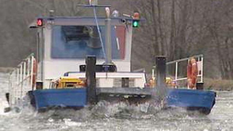Le brise-glace est utilisé pour ouvrir ou maintenir ouvertes des voies de navigation prises par les glaces.