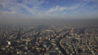 Les images les plus impressionnantes ont été prises à Paris, où la plupart des monuments connus ont disparus dans un nuage de particules fines. ( PHILIPPE WOJAZER / REUTERS)