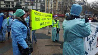 Quelques centaines d'infirmières et d'infirmiers ont manifesté à Paris, mardi 24 janvier. (Valentine Joubin / Radio France)