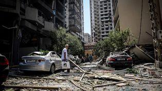 Un homme dans les rues de Beyrouth (Liban), le 5 août 2020. (HOUSSAM HARIRI / NURPHOTO / AFP)