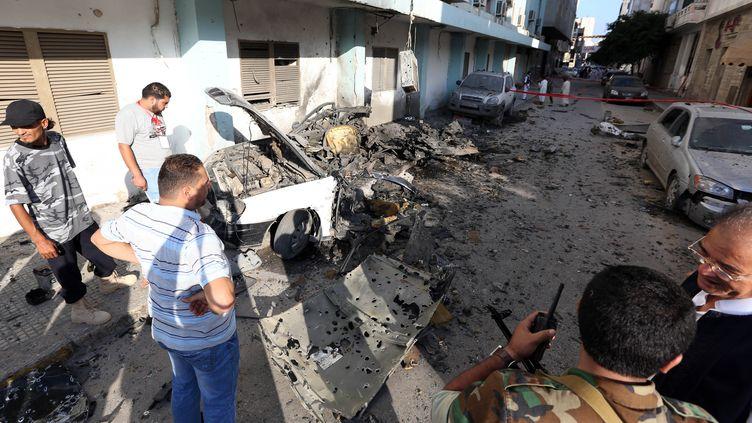 C'est l'attentat de dimanche 19 août à Tripoli qui a permis de remonter jusqu'à l'arsenal de ce groupe. (MAHMUD TURKIA / AFP)
