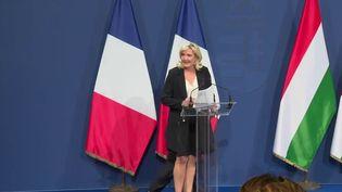 Un mois après Éric Zemmour, Marine Le Pena rencontré le Premier ministrehongrois Viktor Orban. (CAPTURE ECRAN FRANCE 2)