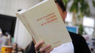"""Les vingt écrivains réunis dans """"L'Académie Balzac"""" produiront-ils le prochain best-seller français ? Réponse à l'automne 2014. (MIGUEL MEDINA / AFP)"""