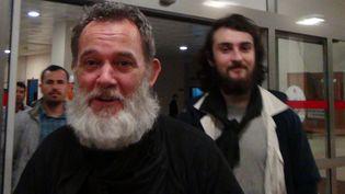 Didier François et Edouard Elias, peu après leur libération, le 19 avril 2014. (STR / AFP)
