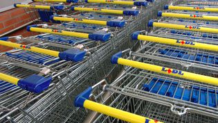 Le groupe de hard discount Lidl va tester l'ouverture de ses magasins le dimanche, dès le 1er juillet 2014. (MAXPPP)