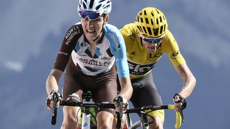 Romain Bardet (AG2R La Mondiale) devance Christopher Froome à l'Izoard