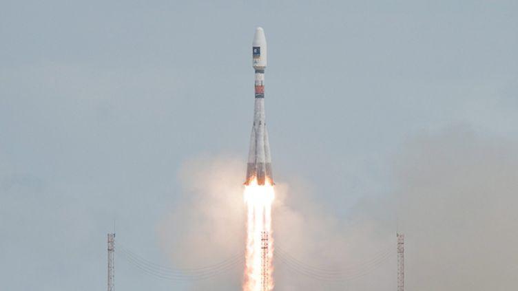(Vendredi, le lanceur russe Soyouz a mis les deux satellites en orbite, 3h48 après le décollage © Maxppp)