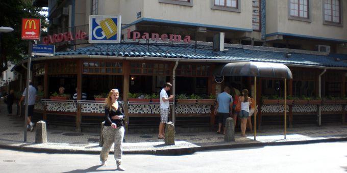 """L'ancien café Veloso que fréquentaient Jobim et Moraes, rebaptisé """"Garota de Ipanema"""" (mai 2012)  (Annie Yanbékian)"""
