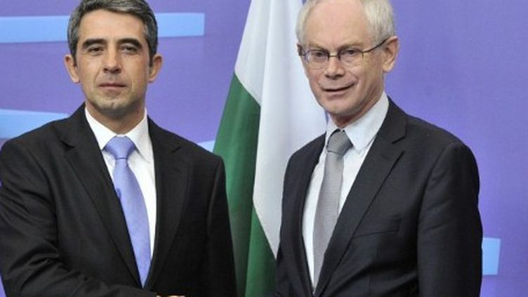 Le président bulgare R.Plevneliev avec Herman Van Rompuy, président du Conseil européen, à Bruxelles, le 26/01/2012 (AFP/GEORGES GOBET)