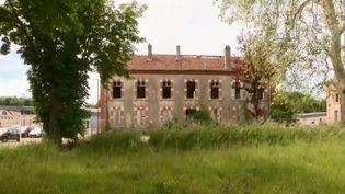 La ville de Langres, en Haute-Marne, doit faire preuve d'inventivité après le départ d'un tiers de sa population. (FRANCE 2)
