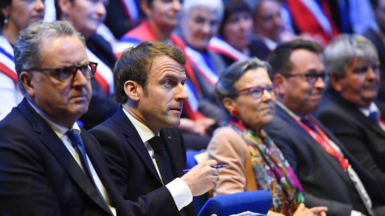 Richard Ferrand et Emmanuel Macron, le 3 avril 2019 à Saint Brieuc (Côtes-d'Armor). (DAMIEN MEYER / POOL)
