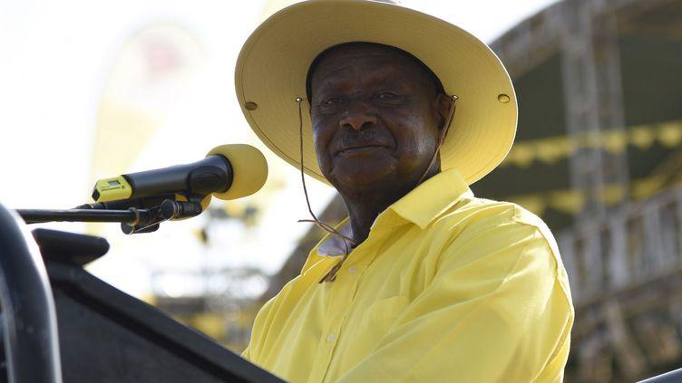 Yoweri Museveni, 71 ans est au pouvoir depuis 30 ans. Arrivé par la force en janvier 1986, il est confirmé dix ans plus tard par les urnes lors de la première élection pluraliste. Le président élu ne fait que se succéder à lui-même. En février 2016, il gagne comme d'habitude dès le premier tour et rempile pour un cinquième mandat de 5 ans. (AFP/ Isaac Kasamani)